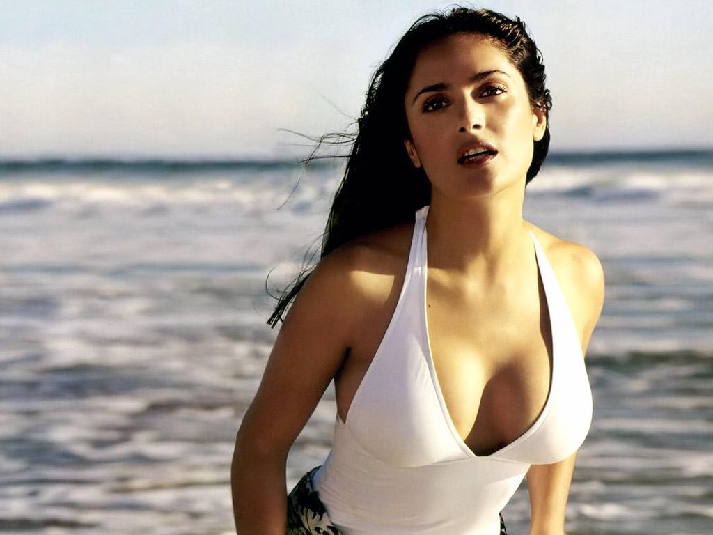 Salma-Hayek-beach-pose