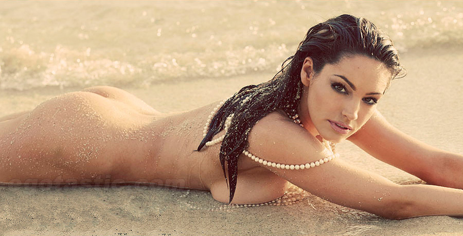 08345_kelly_brook_nude_beach_05_123_183lo-1
