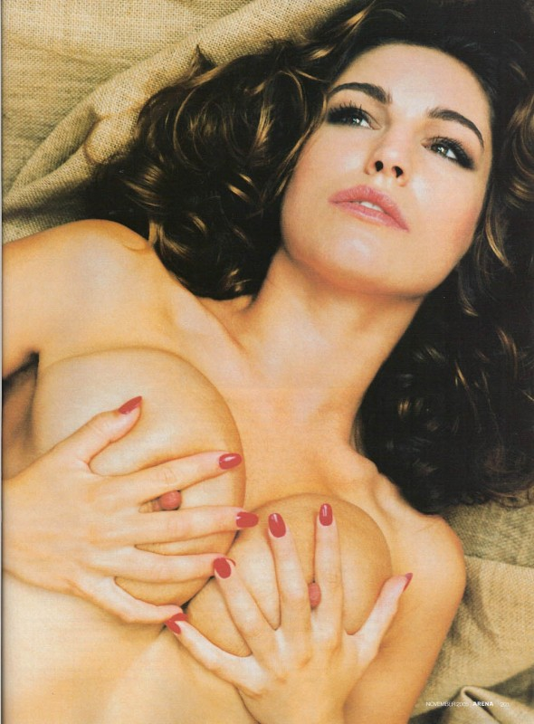 kelly-brook-topless-590x800