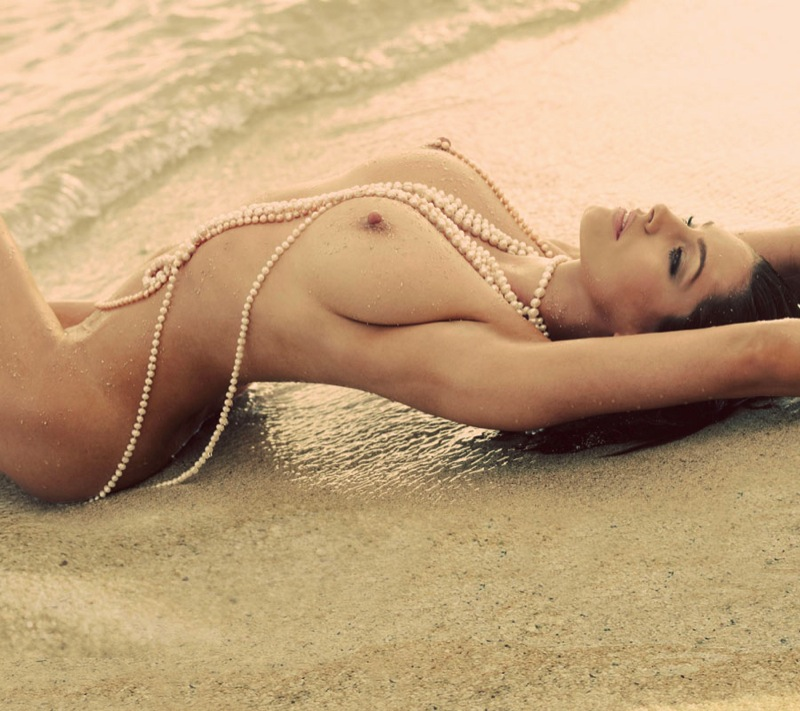 kelly_brook_naked_beach_6