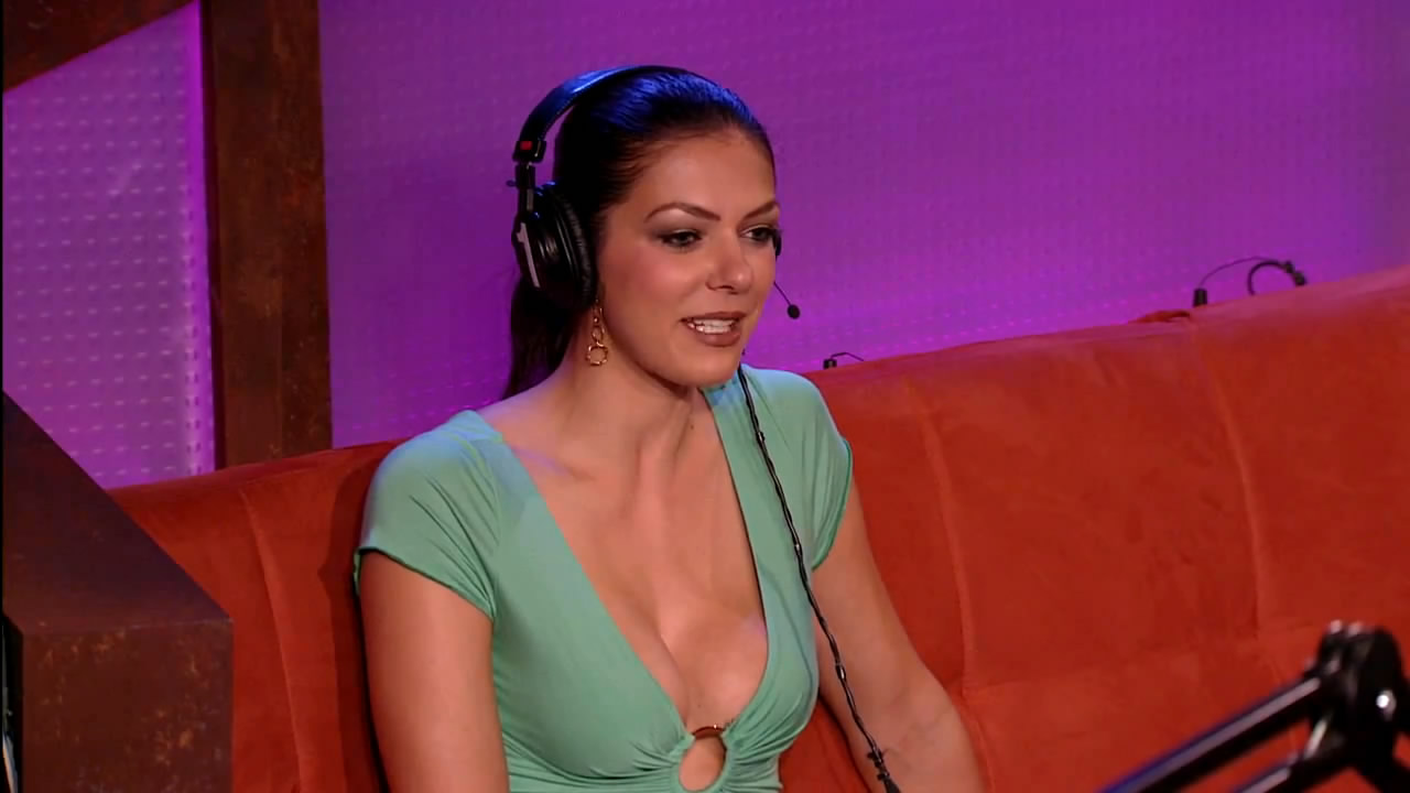 Adrianne-Curry-hot-at-Howard-Stern-Show-0mtf01