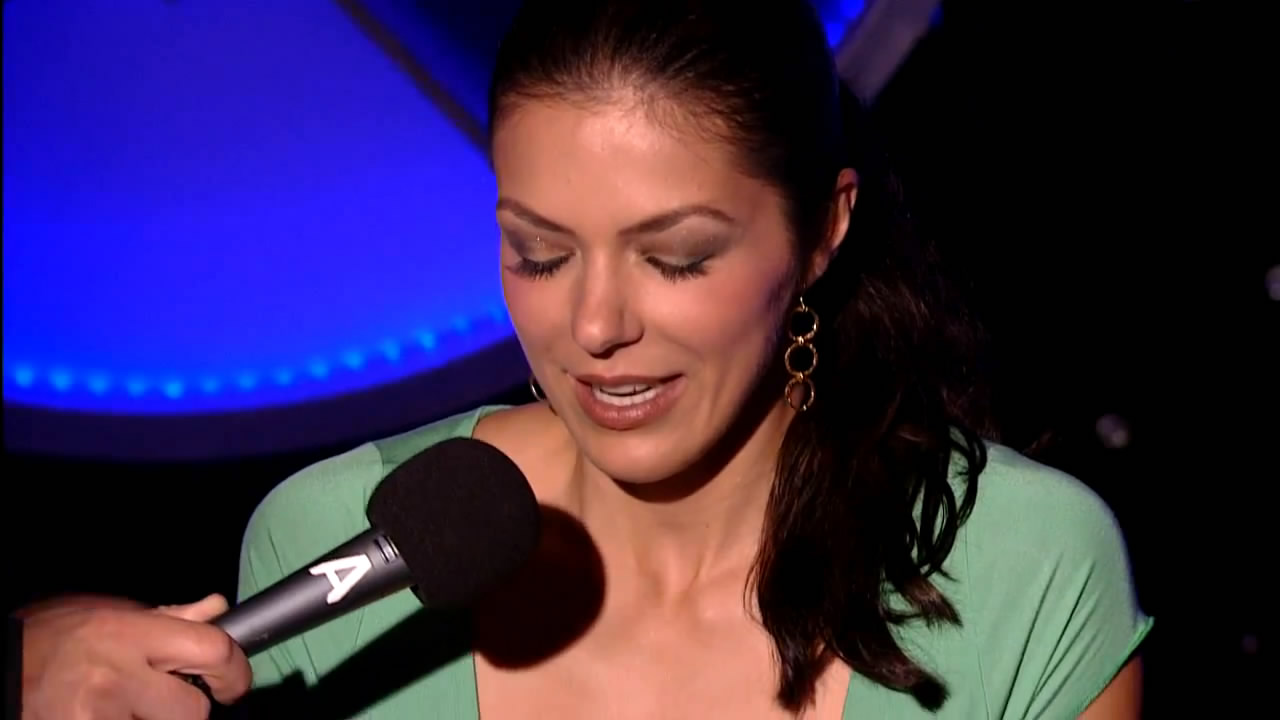 Adrianne-Curry-hot-at-Howard-Stern-Show-0mtf04