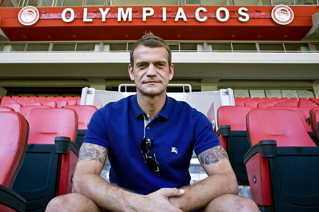 Roy Carroll golkeeper at Olympiacos  FC .Photo by Milos Bicanski /Getty Images