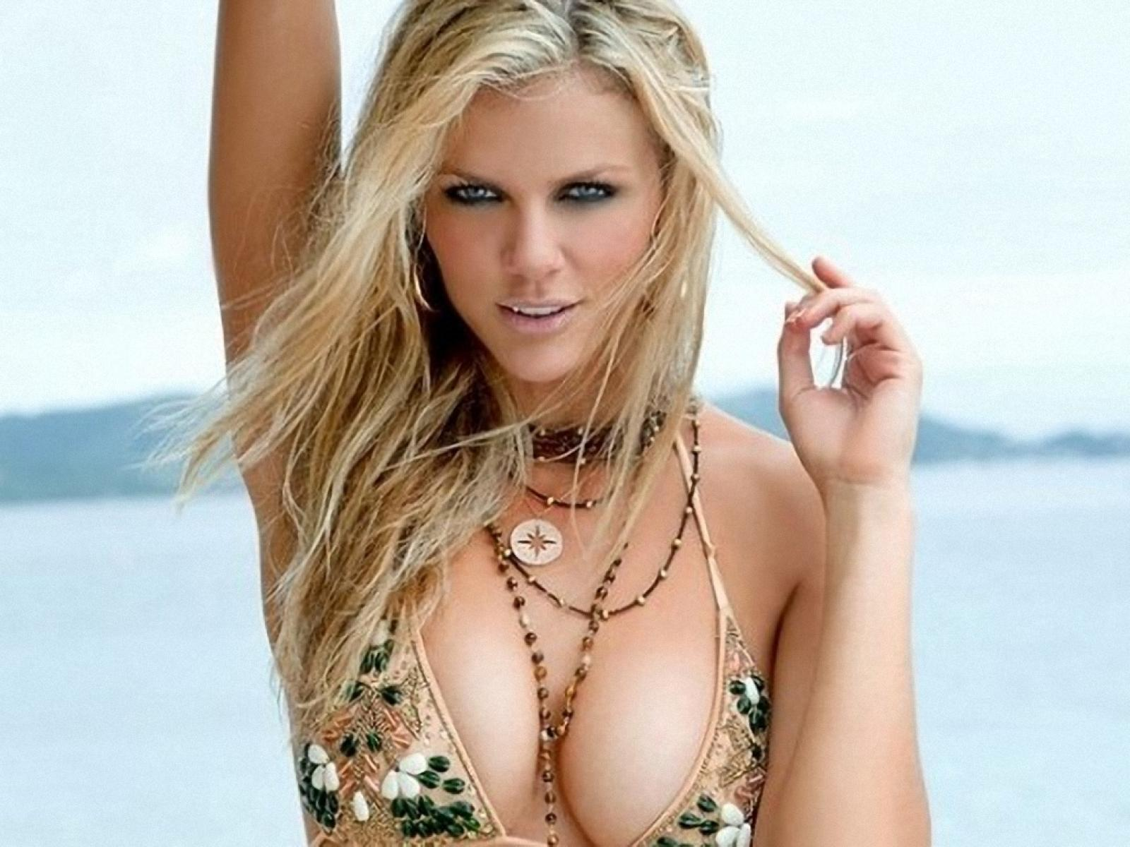 brooklyn_decker_newst_63709-1600x1200