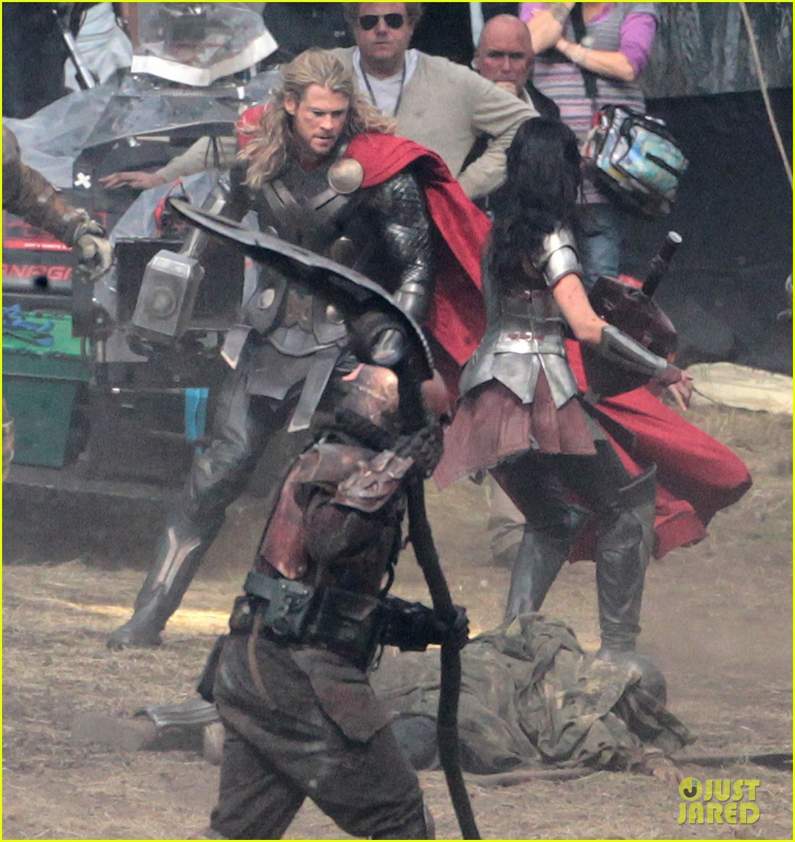 Chris Hemsworth Is Back In Action As Thor!!