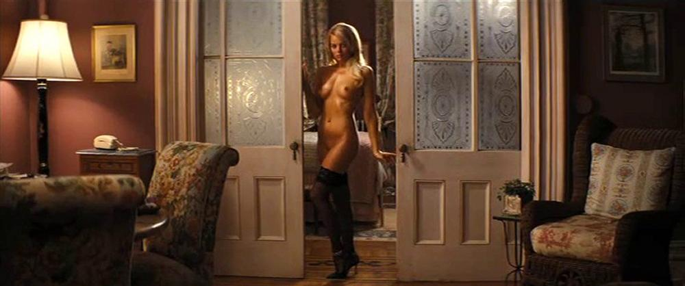 margot-robbie-nude-top-to-bottom-in-wolf-of-wall-street-5891-3