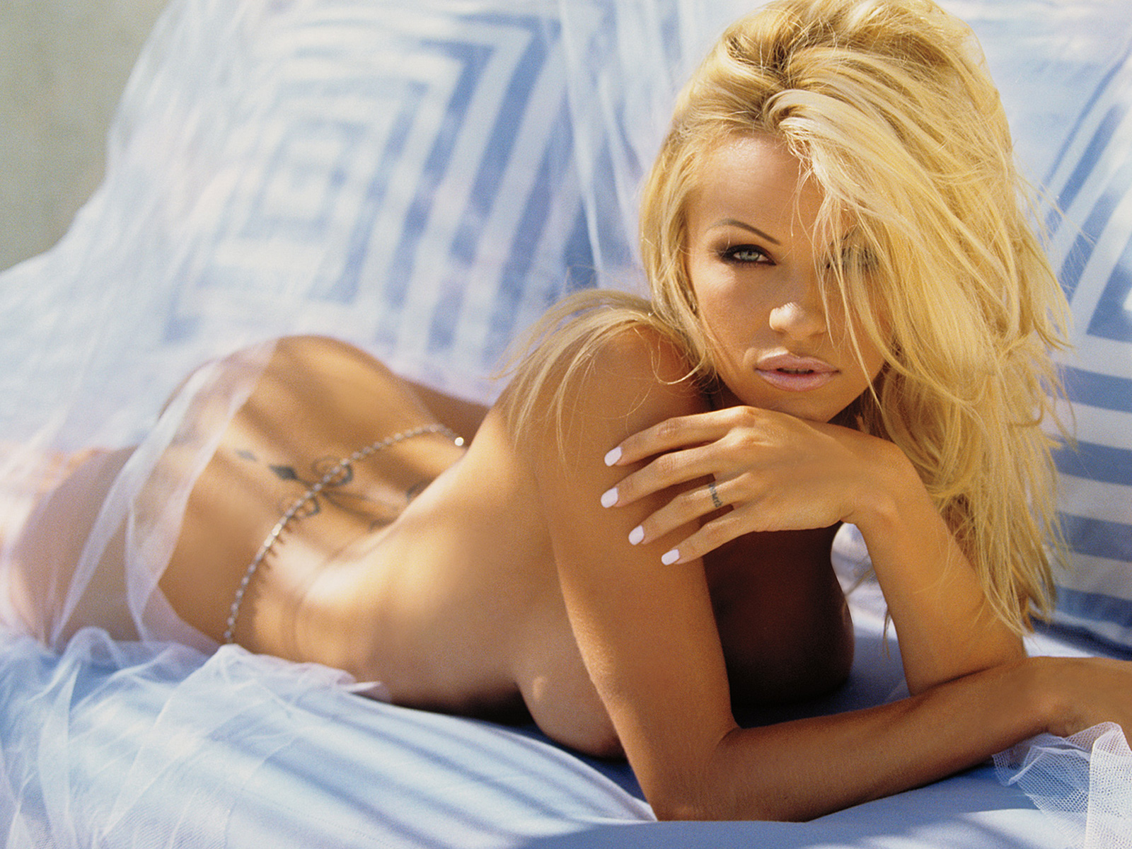 pamela_anderson_playboy_nude_naked_wallpaper_pambition_sexy_06