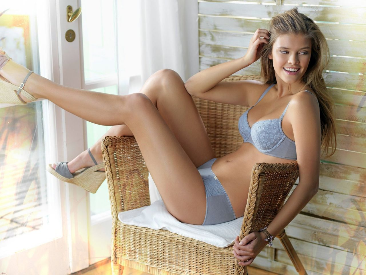 nina-agdal-hot-wallpapers-27-_1