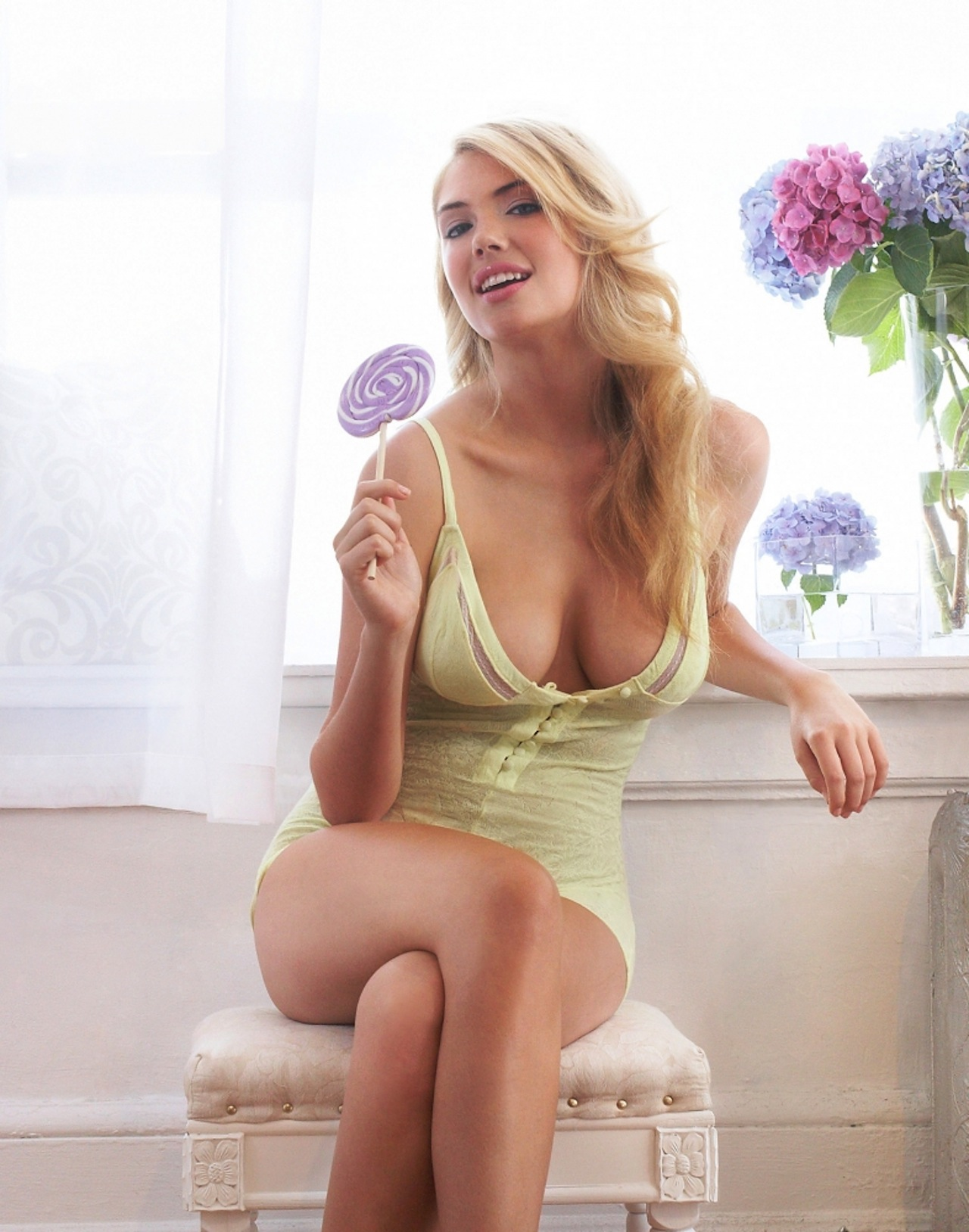 Kate-Upton-Lollipop