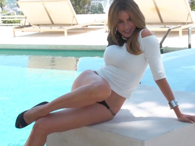 Sofia-Vergara-Sexy-Behind-the-Scenes-for-Shape-xon-Entertainment-Tonight-09-580x435