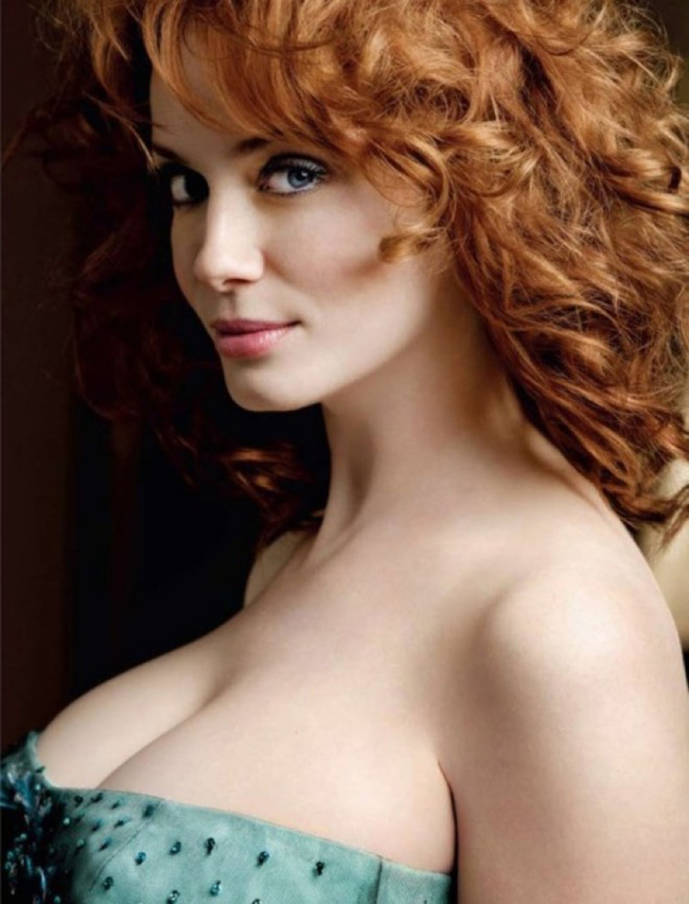 600full-christina-hendricks-61-660x866