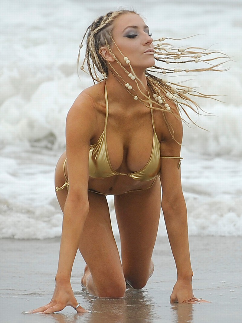 Courtney-Stodden-Channels-Bo-Derek-in-Skimpy-Gold-Bikini-03