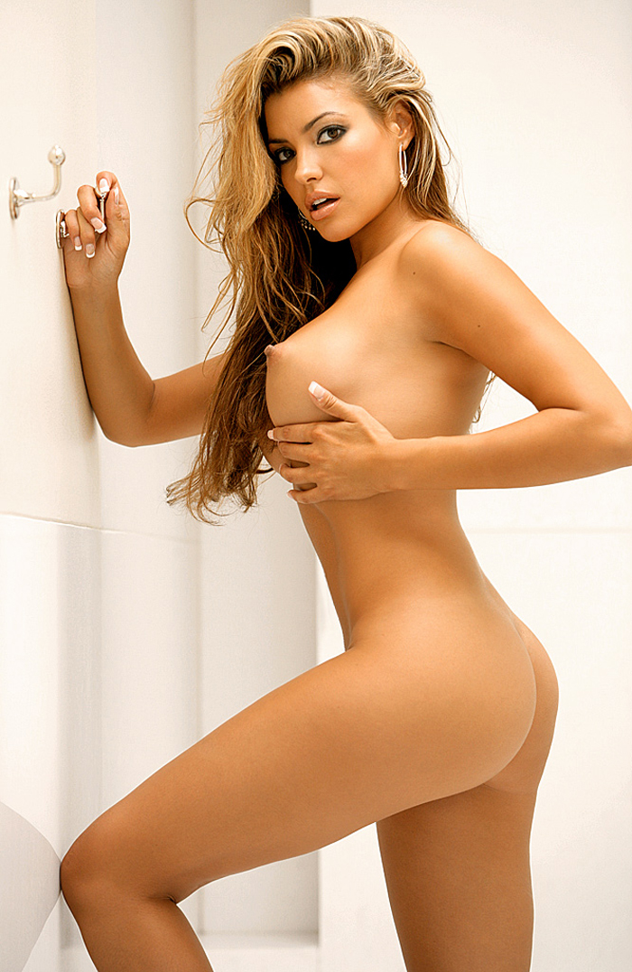 monica-leigh-bathroom-playboy-10