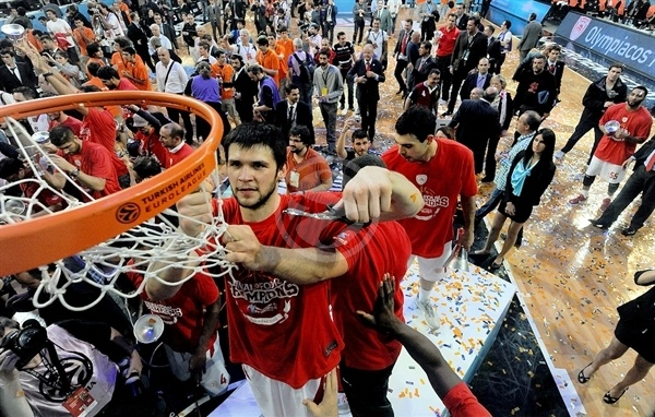 kostas-papanikolaou-olympiacos-champ-euroleague-2011-12-final-four-istanbul-2012
