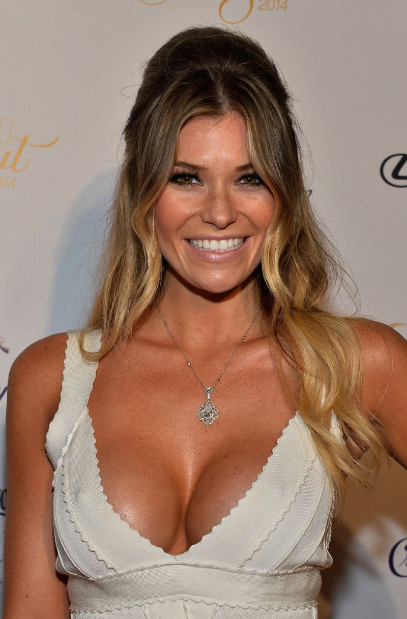 samantha-hoopes-club-si-swimsuit-at-liv-nightclub-miami-february-2014_9