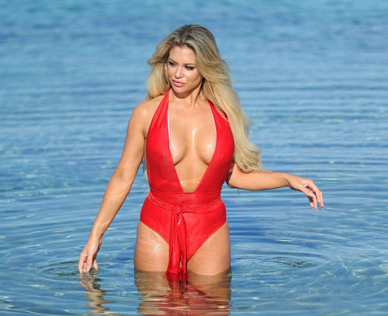 bianca-gascoigne-big-boobs-red-swimsuit-beach-mykonos-kanoni-8