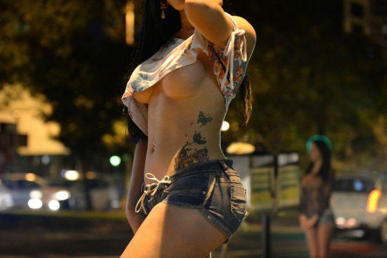 ΠΡΟΣΟΧΗ Διαδοχικές ληστείες από πανέμορφες κοπέλες στο φανάρι Αχαρνών και Ηπείρου