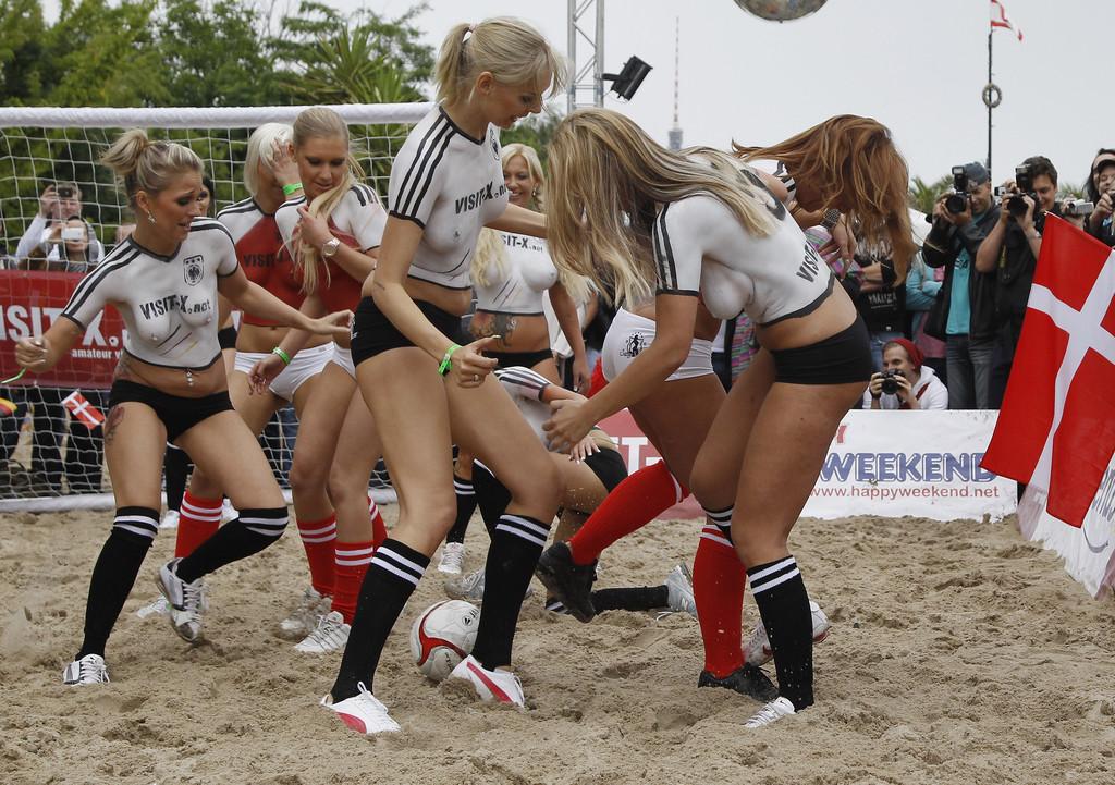 Sexy+Soccer+2012+hszB9F1shn6x
