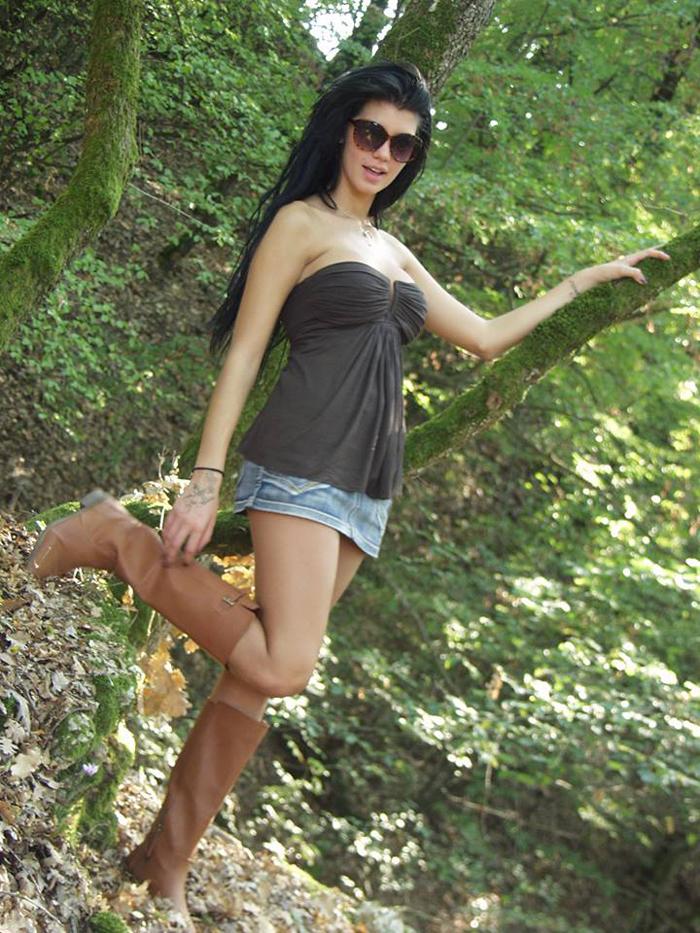 Maria-Liagouropoulou-topless-parnitha-kanoni-exclusive-5