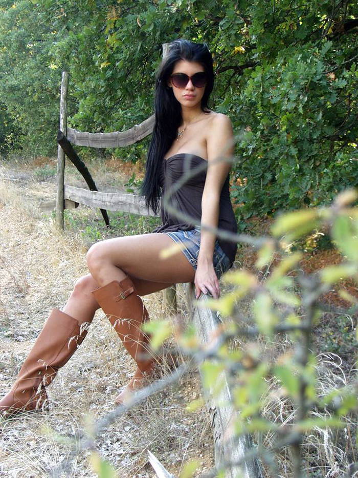 Maria-Liagouropoulou-topless-parnitha-kanoni-exclusive-6
