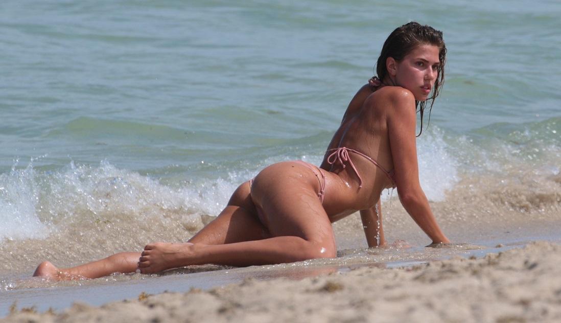 Kara_Del_Toro_bikini